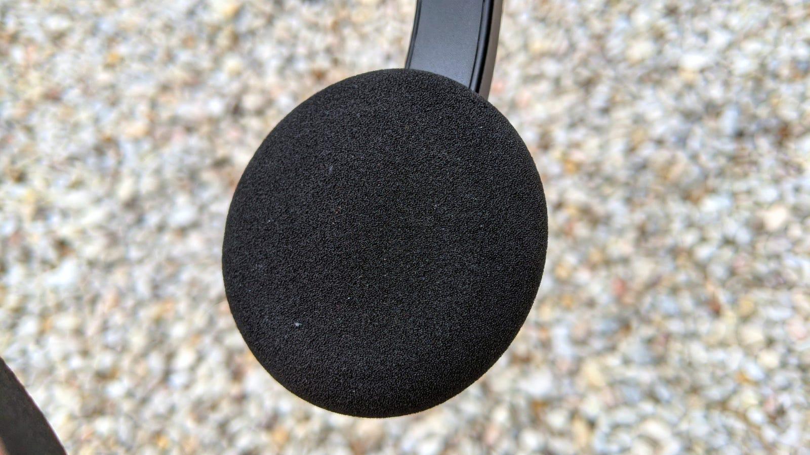 لقطة مقرّبة لوسائد الأذن Sound Blaster Jam V2