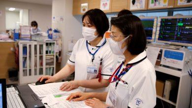 صورة تستسلم أوساكا لأخبار جائحة فيروس كورونا تحت ضغط موجة اليابان الرابعة من COVID-19