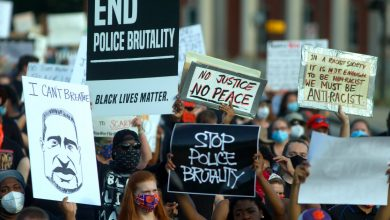 صورة مقاطعة الولايات المتحدة توافق على 10 ملايين دولار أمريكي كتعويض عن وفاة رجل أسود في حجز الشرطة