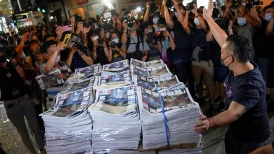 صورة ألقت شرطة هونغ كونغ القبض على مراسل سابق لشركة Apple Every day في المطار   Cost-free Press News