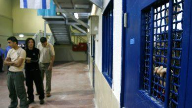 صورة إسرائيل تغلق قضية اعتداء مسؤولي سجون على فلسطينيين | أخبار الصراع الإسرائيلي الفلسطيني