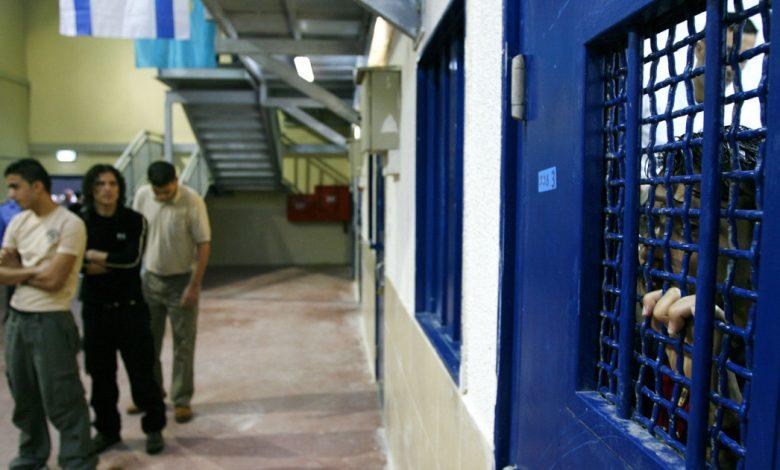 إسرائيل تغلق قضية اعتداء مسؤولي سجون على فلسطينيين   أخبار الصراع الإسرائيلي الفلسطيني
