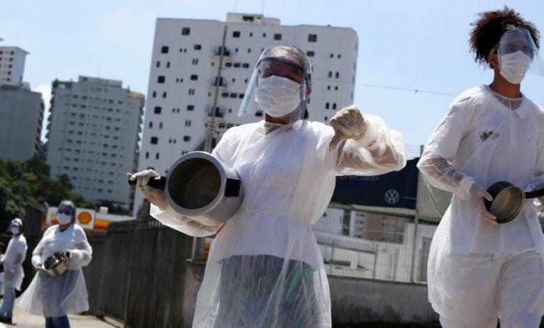 البرازيليون يقرعون القدر للاحتجاج ، وتوفي 2500 آخرون بسبب COVID-19 | أخبار جائحة فيروس كورونا