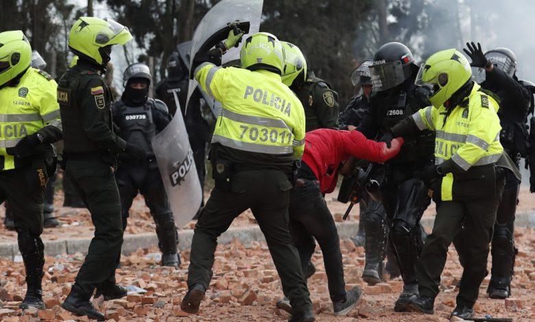 """تقرير: إساءة الشرطة """"السيئة"""" للمتظاهرين الكولومبيين   أخبار الشرطة"""