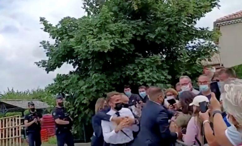 حكم على الرجل الذي صفع الرئيس الفرنسي ماكرون بالسجن أربعة أشهر .. أخبار إيمانويل ماكرون