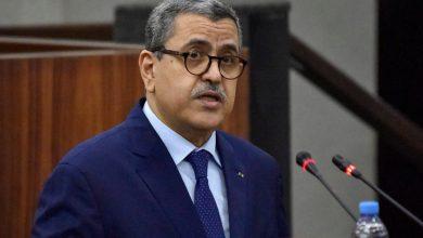 صورة رئيس الوزراء الجزائري يستقيل بعد نتائج الانتخابات |