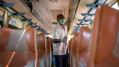 صورة مع ارتفاع عدد الحالات ، تطبق أوغندا قيودًا جديدة على COVID | أخبار جائحة فيروس كورونا