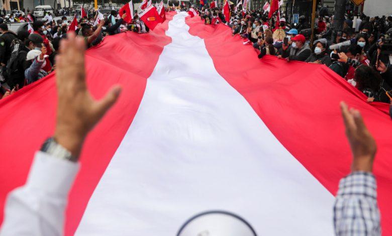 لا تزال جولة الإعادة الرئاسية المستقطبة في بيرو بعيدة المنال