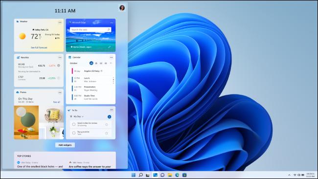 الحاجيات على سطح مكتب Windows 11.