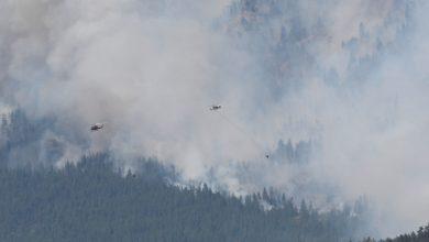 صورة يوفر الجيش الكندي دعمًا جويًا أثناء محاربة حرائق الغابات في كولومبيا البريطانية